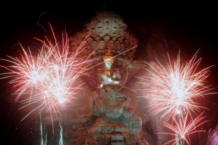 Pesta kembang api tahun baru di GWK