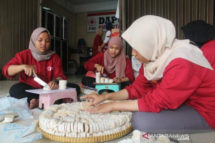 PMI Jaktim salurkan ribuan paket makanan untuk korban banjir