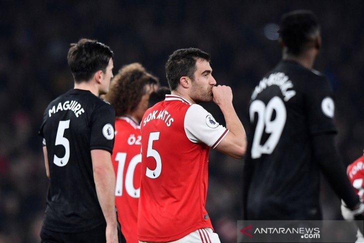 Arsenal lumat MU 2 - 0