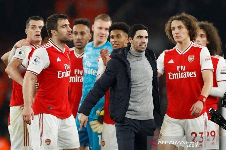 Arsenal ke 10 besar klasemen usai kemenangan perdana Arteta