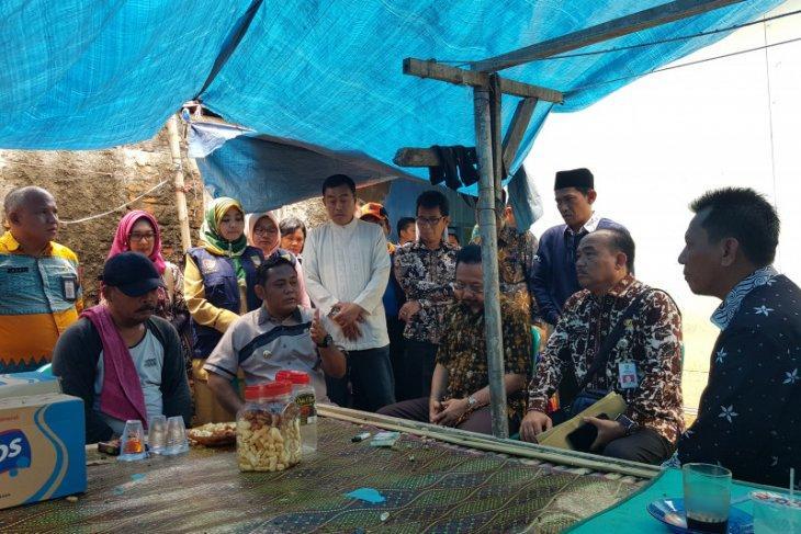 Bupati Bekasi kunjungi keluarga Iyum,  korban tewas tertimpa turap
