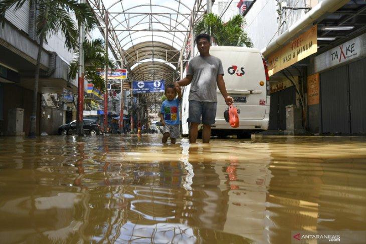 21 orang meninggal akibat banjir dan longsor di Jabodetabek