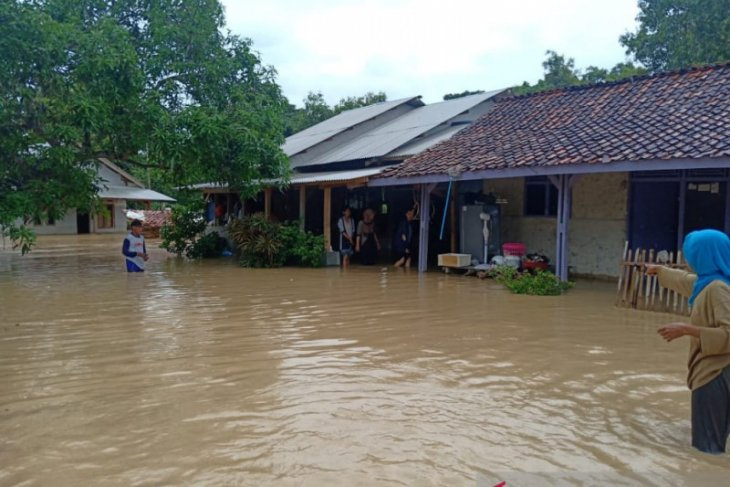 Flash floods in Karawang submerge houses in six sub-districts