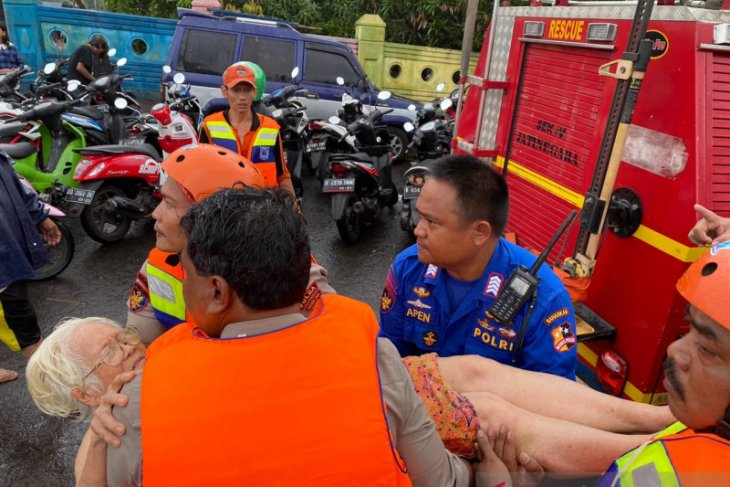 Severe flooding in Greater Jakarta reportedly claims 16 lives