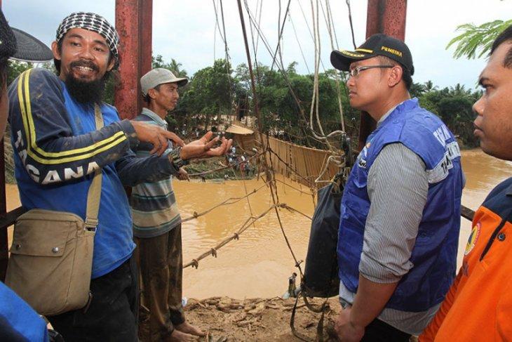 Andika pantau langsung evakuasi warga terisolir akibat banjir