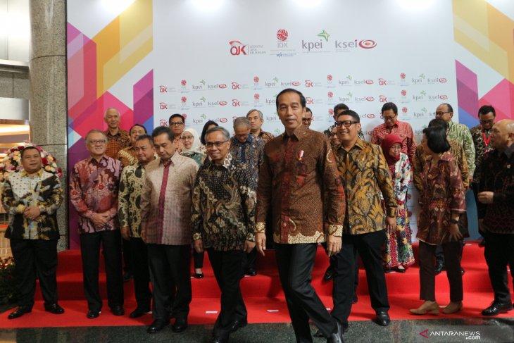 Jokowi sebut persoalan banjir harus diselesaikan bersama