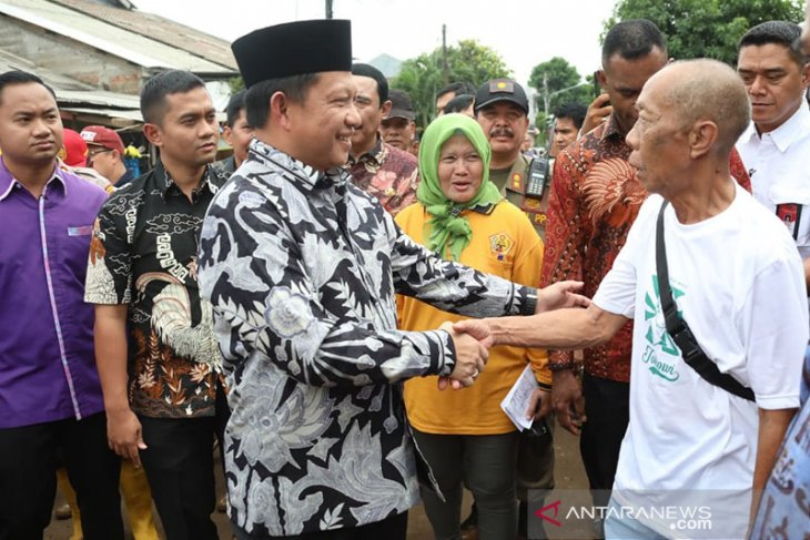 After floods, minister invites parties to work together