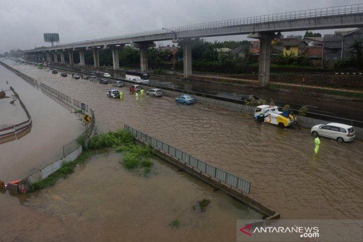 New Year's Eve flooding, landslides kill 43, affect 409,000 residents