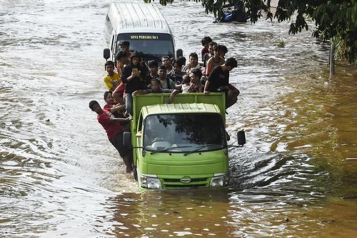 Banjir Jakarta, peringatan agar sadar lingkungan di tahun baru