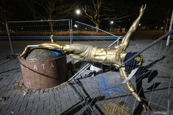 Lagi-lagi patung Zlatan Ibrahimovic kembali menjadi korban vandalisme