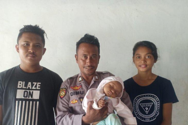 Seorang polisi selamatkan bayi 9 bulan tercebur ke laut di Sabu Raijua