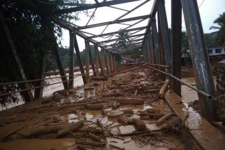 Di lokasi bencana, Pemkab Lebak siap bangun jembatan darurat