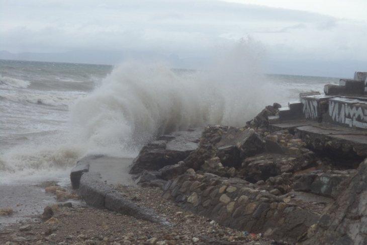 Awas gelombang capai 7 meter di Perairan Natuna dan Anambas