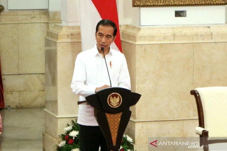Dengan suara tinggi, Presiden ingatkan menteri yang masih kerja biasa aja