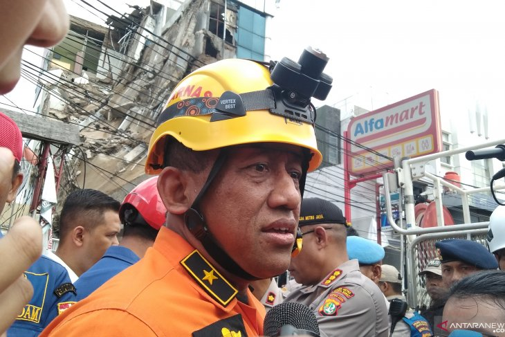 Four-story building in Jakarta collapses, injuring 11
