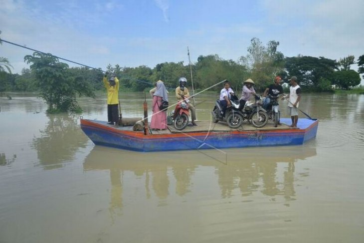 Jasa perahu penyeberangan