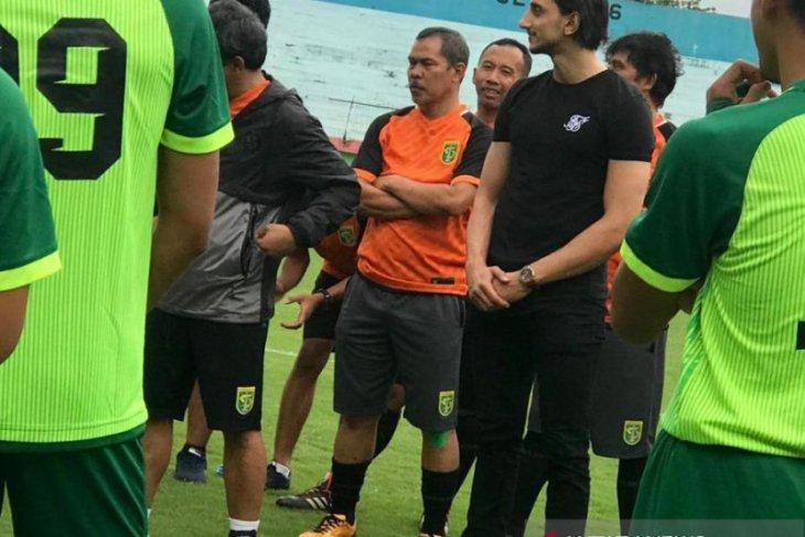 Persebaya kontrak Mustaqim sebagai asisten pelatih dampingi Aji