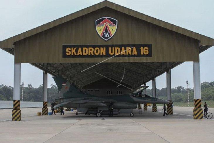 TNI AU terbangkan empat pesawat tempur F-16 ke Natuna