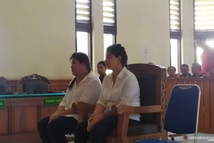 Two Thais stand trial for possessing crystal meth