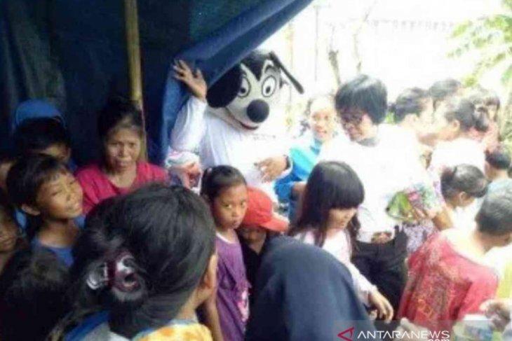 Polrestro Bekasi hibur anak korban banjir untuk hilangkan trauma
