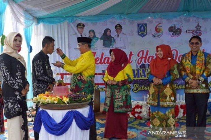 Hari Jadi Kecamatan Daha Selatan 10.000 buah kue tradisional dihidangkan