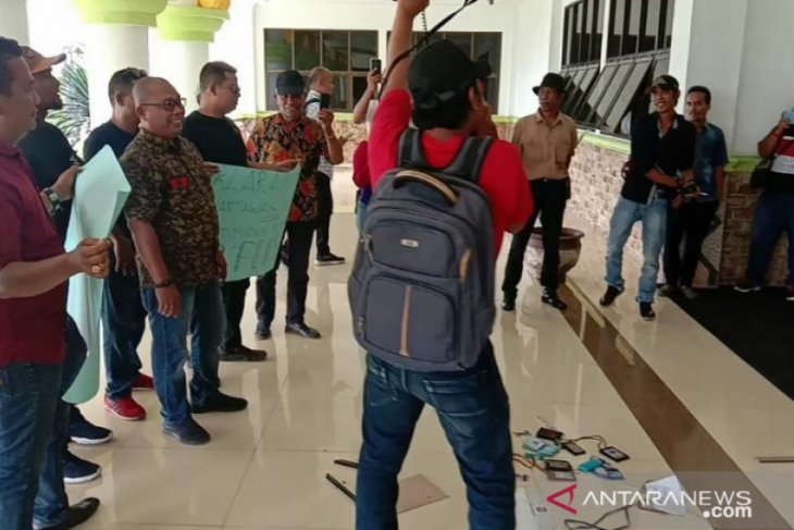 Puluhan wartawan geruduk Balai Kota, Pemkot Tanjungbalai minta maaf