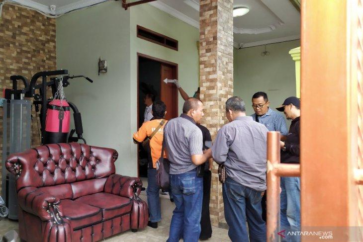 Polisi periksa rumah mendiang ibu Rizky Febian