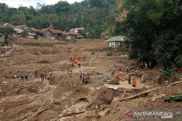 Longsor Sukajaya Bogor, tiga korban belum ditemukan