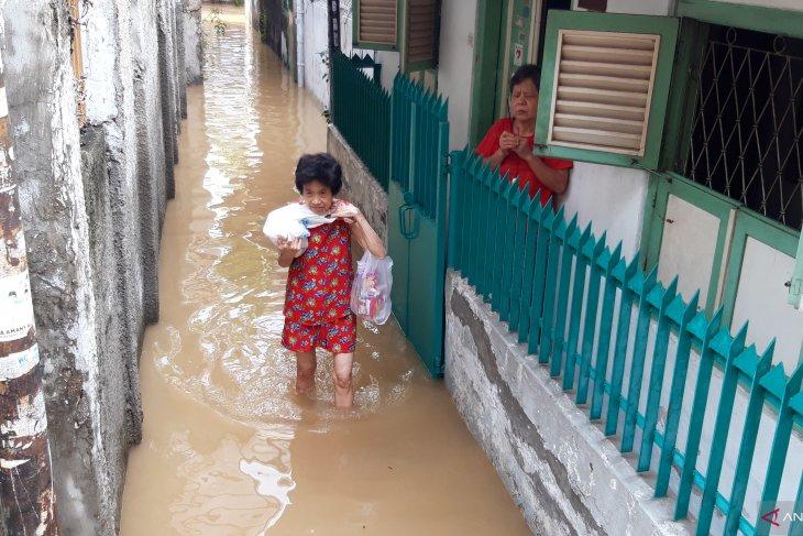 BNPB cautions Jakartans against extreme weather