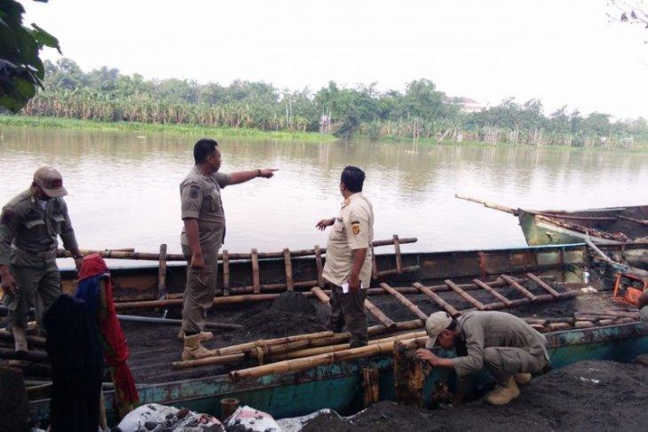 Satpol PP Kediri peringatkan warga tak menambang pasir di Sungai Brantas