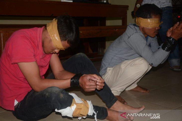 Melarikan diri saat akan ditangkap, polisi tembak pembawa 250 kg ganja