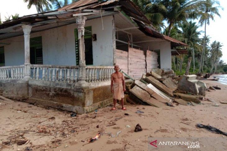 Abrasi pantai kembali terjadi di Muara Batang Gadis dan Natal