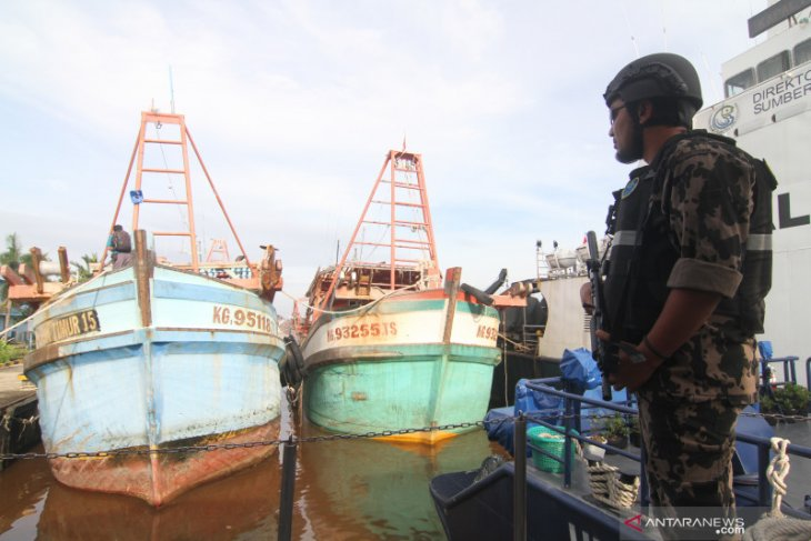 Ministry seizes three Vietnamese fishing vessels in North Natuna