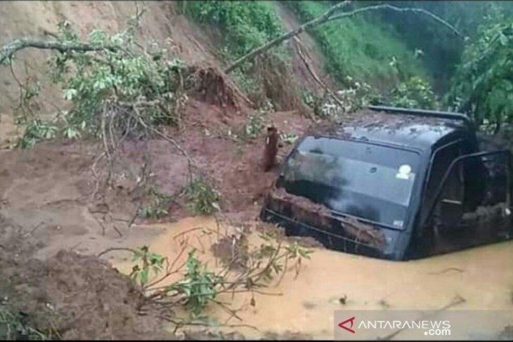 Longsor dan banjir bandang landa 3 kecamatan di Lahat