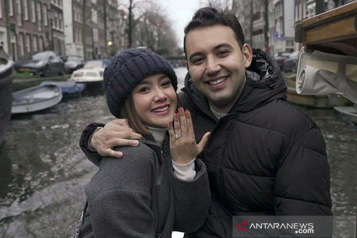 Pedangdut Cita Citata batal menikah dengan Roy Geurts