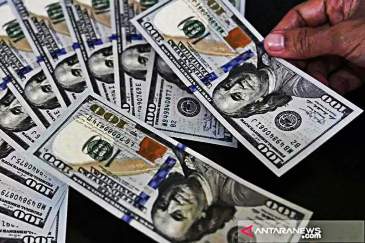 Dolar naik tipis ditopang data ekonomi kuat