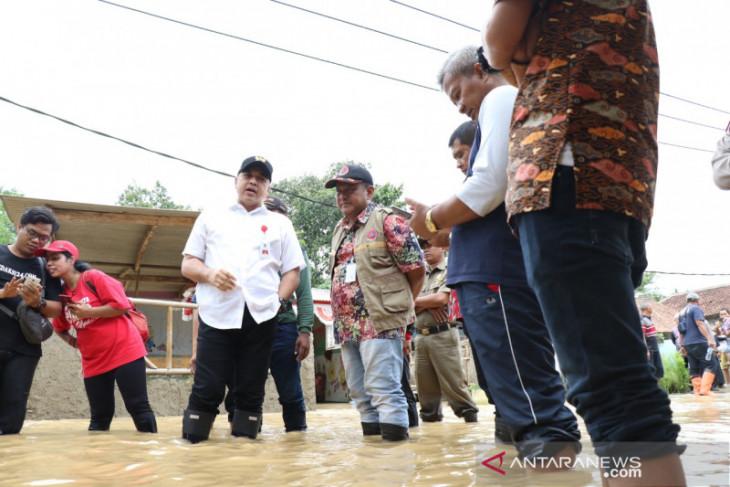 Pemkab Tangerang akui dapur umum dan perahu karet terbatas saat banjir