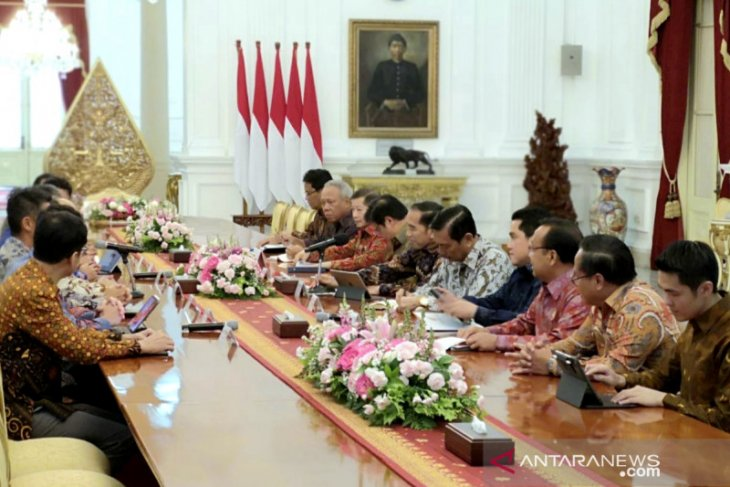 Jokowi discusses potential areas for cooperation with Softbank CEO