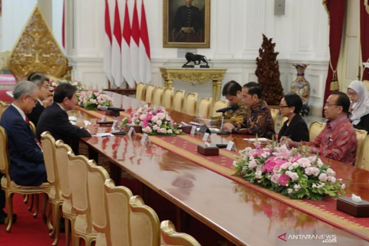 President Jokowi receives Japanese Foreign Minister at Merdeka Palace