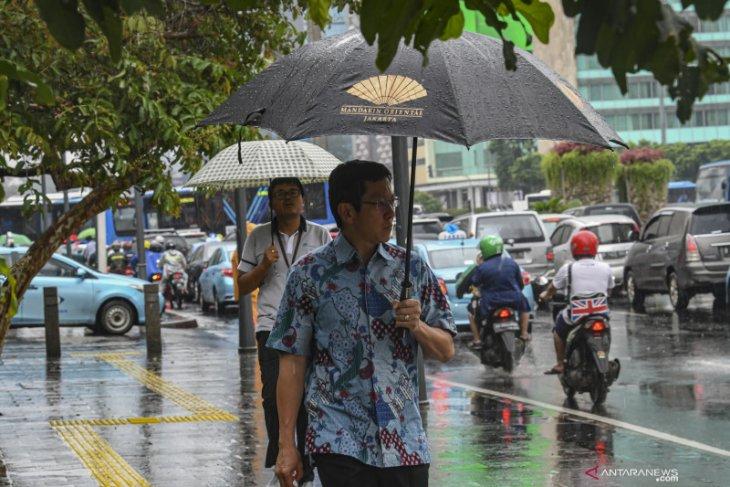 Curah hujan di Kalbar  masih tinggi sepekan, waspada pehuluan