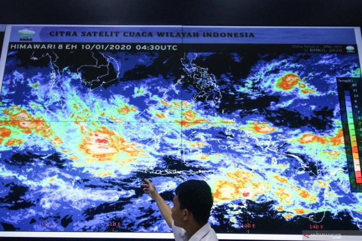 Jakarta berpotensi diguyur hujan disertai petir Sabtu ini