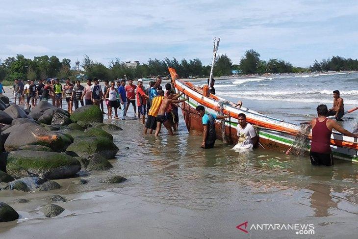 Badai akibatkan lima kapal nelayan Bengkulu karam