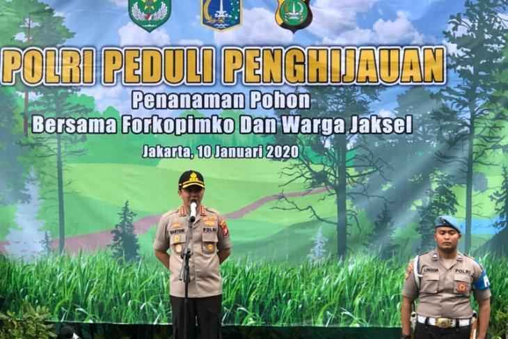 Naik pangkat, anggota Polrestro Jaksel 'wajib' tanam pohon