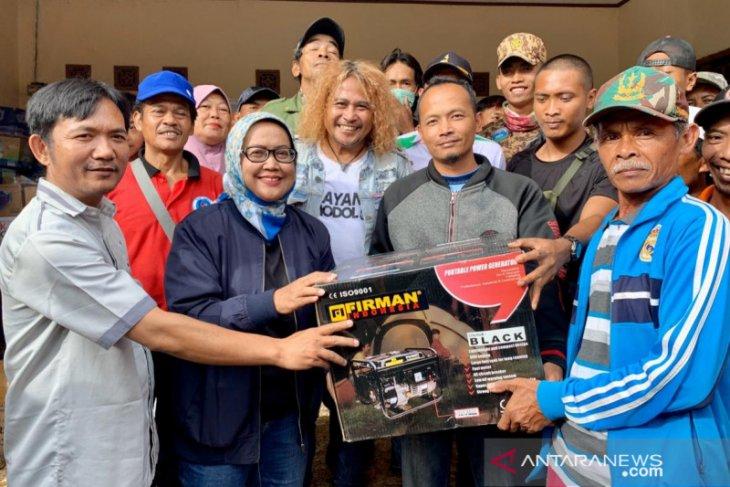 Ade Yasin serahkan 30 genset bagi desa yang kena pemadaman di Sukajaya