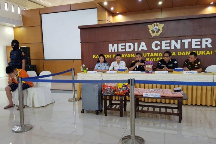 Batam customs seizes 30,037 ecstasy pills smuggled from Malaysia
