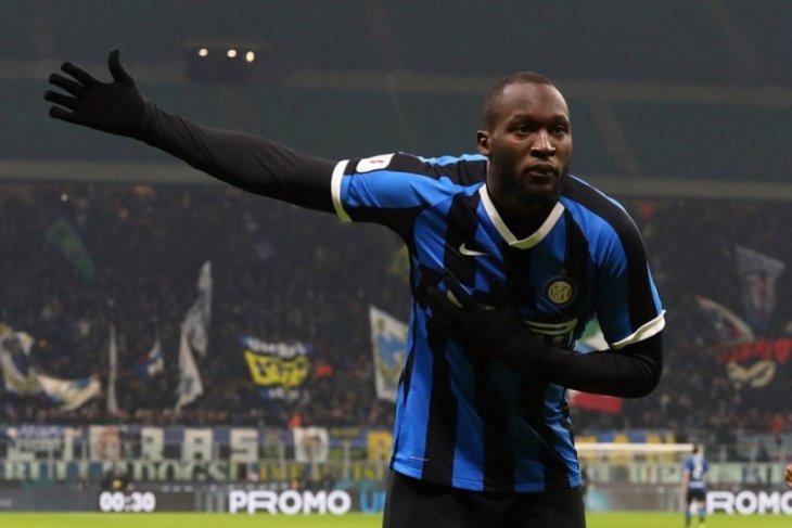 Dwigol  Romelu Lukaku mengantar Inter Milan kembali ke peringkat kedua klasemen Liga Italia