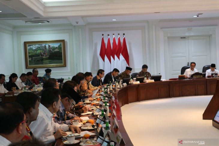 Before Jokowi's 100 days, ministers ordered to finalize omnibus law