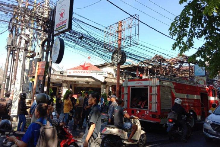 Polisi selidiki kasus kebakaran sebuah pasar swalayan di Kuta
