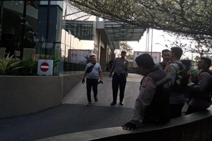 Penyidik KPK gelar rekonstruksi kasus suap Dzulmi Eldin