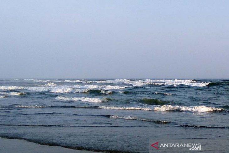 BMKG Waspadai gelombang empat meter di laut Maluku